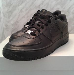 Nike Air Force 1 GS Low Triple Black Size 6Y 7.5